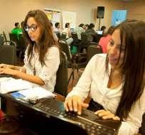 El evento busca educar y capacitar a las mujeres en temas digitales. Foto: Twitter @GirlsinTech_Ec