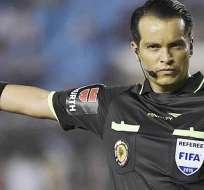 El árbitro Carlos Orbe dirigirá el Clásico del Astillero en el estadio Monumental.