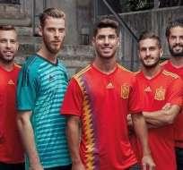 La nueva camiseta de España ha generado polémica por el efecto visual que produce.