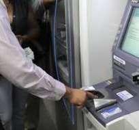 Gobierno planteala creación de unnuevo impuesto a los retiros superiores a 4 mil dólares mensuales en efectivo. Foto: Andes
