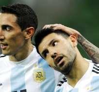 Sergio Agüero fue hospitalizado debido a que se desmayó en el entretiempo. Foto: AP