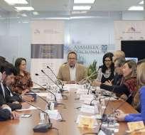 QUITO, Ecuador.- La Comisión de Educación retomó el tema de los abusos sexuales en escuela y legisladores de oposición cuestionaron al presidente de la comisión por su gestión como ministro. Foto: Flickr Asamblea Nacional.