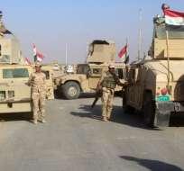 BAGDAD, Irak.- Las fuerzas de seguridad iraquíes se reúnen en la zona de Rawa durante una operación para recuperar la ciudad del valle del Éufrates el 11 de noviembre de 2017. Foto: AFP.