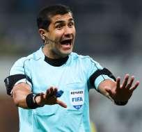 El árbitro ecuatoriano Roddy Zambrano quedaría fuera de la lista para pitar en el Mundial de Rusia.