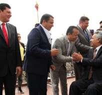 Integrantes del Comité Ejecutivo de AME saludan al presidente Moreno. Foto: @AMEcuador