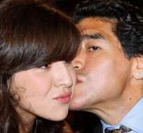 """Giannina Maradona dice que """"perdona"""" a su padre aun y cuando enfrenta la posibilidad de ir a la cárcel."""