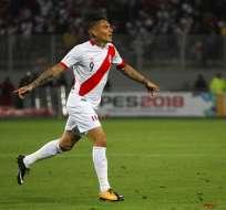 El delantero peruano no pudo jugar el repechaje ante Nueva Zelanda por suspensión. Foto: AP