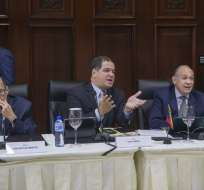 Opositores hacen énfasis en la solución de la escasez de alimentos y medicinas. Foto: AFP
