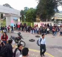 Estudiantes de la Universidad de Loja exigen soluciones a las autoridades de la Educación Superior y la salida de varias autoridades institucionales. Foto: @winfriedbanegas
