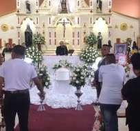 LOJA, Ecuador.- Ciudadanos se congregaron en la catedral de Loja para despedir a Emilia Benavides. Foto: Captura Video.
