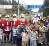 Tulcán, Ecuador.- Uniformados sorprendieron a los más pequeños en la frontera norte con Colombia. Foto: Twitter Policía Nacional.