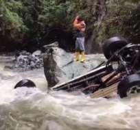 El accidente ocurrió en la vía que conecta las provincias de Azuay y Morona Santiago. Foto: Ecuavisa