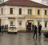 Un desconocido tomó como rehenes a los visitantes de una oficina postal en Járkov. Foto:  (@korenvkvadrate)