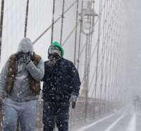 Este fenómeno prácticamente deja a la potente tormenta sin un centro definitivo. Foto: AFP