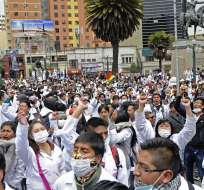 LA PAZ, Bolivia.- La crisis terminó tras anularse 2 polémicos artículos que penalizaban la mala praxis. Foto: AFP.