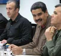 Maduro anunció el cierre de comunicaciones con las tres islas durante una reunión con sus ministros.