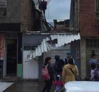 BOGOTÁ, Colombia.- Un vendaval sorprendió a esta localidad dejando casi un centenar de casas afectadas. Foto: Twitter