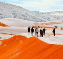 AIN SÉFRA, Argelia.- Por tercer año consecutivo esta localidad que forma parte del desierto del Sahara se cubre de nieve. Foto: Twitter
