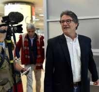 Gustavo Bell, el nuevo jefe negociador del gobierno colombiano en las conversaciones de paz con la guerrilla del ELN, llega al aeropuerto de Quito, Ecuador, el 8 de enero de 2018. Foto: AFP