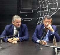 Oswaldo Jiménez y Carlos Villacís fueron entrevistados en una emisora radial por temas relacionados a los derechos de transmisión del campeonato. Cortesía: Caravana.