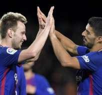 Ivan Rakitic (i.) y Luis Suárez anotaron sendos goles para el triunfo 'catalán'. Foto: AFP