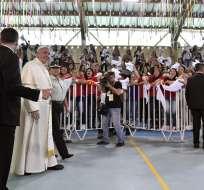 Papa fue recibido en el Centro Penitenciario Femenino de San Joaquín. Foto: AFP