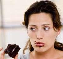 ¿A qué se deben las ganas de abalanzarse a los dulces o el chocolate cuando hay estrés? Foto: Referencial