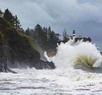 Las autoridades hicieron un llamado a los habitantes de zonas costeras a alejarse del mar. Foto: Jim Burns