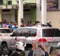 Según sus integrantes, funcionarios del Municipio de Quinindé protagonizaron hechos violentos. Foto: Twitter @EstebanMeloG