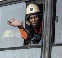 THEUNISSEN, Sudáfrica.- Debido a una falla eléctrica que paralizó los elevadores, los mineros no pudieron ascender a la superficie. Foto: AFP