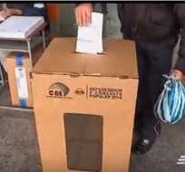 Varios miembros de la Junta Receptora del Voto no llegaron a tiempo. Foto: captura de video