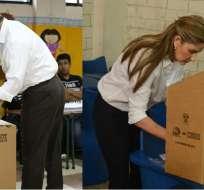 GUAYAQUIL, Ecuador.- Jimmy Jairala y Doménica Tabacchi ejerciendo su voto en el Puerto Principal. Foto: twitter