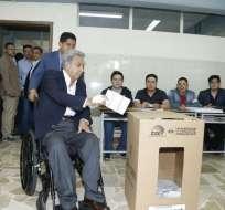 QUITO, Ecuador.- El presidente de la República acudió a votar en horas de la mañana. Foto: twitter
