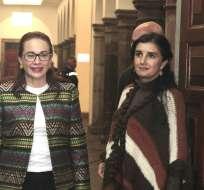 ECUADOR.- Según la canciller María Fernanda Espinosa (izquierda), la CIDH cometió varias irregularidades en el tratamiento del tema. Foto: API