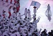 Las delegaciones de las dos coreas desfilaron unificadas en la inauguración de los JJ. OO. Foto: AFP