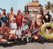 La novia de Neymar (izquierda abajo) desfiló para la comparsa carnavalesca La Favorita. Foto: Tomada de la cuenta Instagram @brumarquezine
