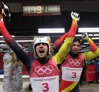 Tobias Wendl y Tobias Arlt lograron una medalla de oro para el país europeo luge biplaza. Foto: AFP