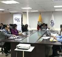 El pleno del CPCCS decidió que su actual presidenta Raquel González continúe en el cargo. Foto: Twitter CPCCS.