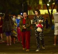 CIUDAD DE MÉXICO, México.- Residentes capitalinos salieron a las calles asustados por esta última réplica de consideración. Foto: AFP