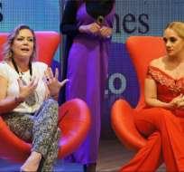 Gabriela Pazmiño y Úrsula Strenge lloran al hablar de la ausencia de los padres. Foto: Ecuavisa.com