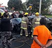 Se trató de un choque frontal entre un vehículo tipo camioneta y un auto. Foto: @Cupsfire_gye