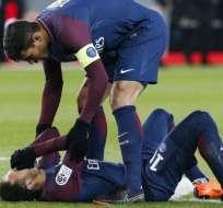 El brasileño Neymar tuvo que abandonar el terreno de juego en medio de lágrimas.