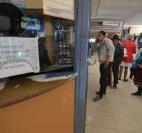 CUENCA, Ecuador.- Buses de diferentes empresas se pararon en el sector de hospital del Rio. Foto: API.
