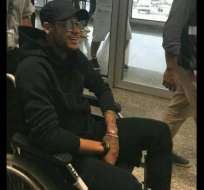 El delantero brasileño Neymar llegó a Rio de Janeiro y de ahí se trasladará a Belo Horizonte.