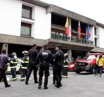 Agentes del Departamento de Explosivos de la Policía Nacional inspeccionaron la entidad.