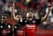 El ecuatoriano (i.) fue titular en el equipo local. Foto: AFP