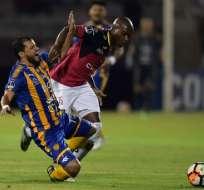 Deportivo Cuenca jugó con diez hombres casi todo el segundo tiempo por expulsión de Matías Contreras.