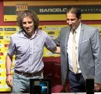 El presidente de Barcelona (d) dio su total respaldo a Guillermo Almada tras la eliminación de la Sudamericana.