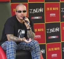 J Balvin ofrece una conferencia de prensa en la Ciudad de México. Foto: AP.