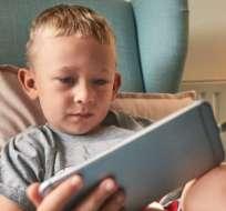 Las pantallas se han convertido en un elemento constante en la vida de adultos y niños. ¿A qué años deberían tener su propio cel
